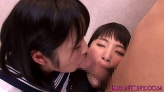 Petite Japanese schoolgirls love threeway