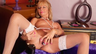 Mature milf cums on her toy